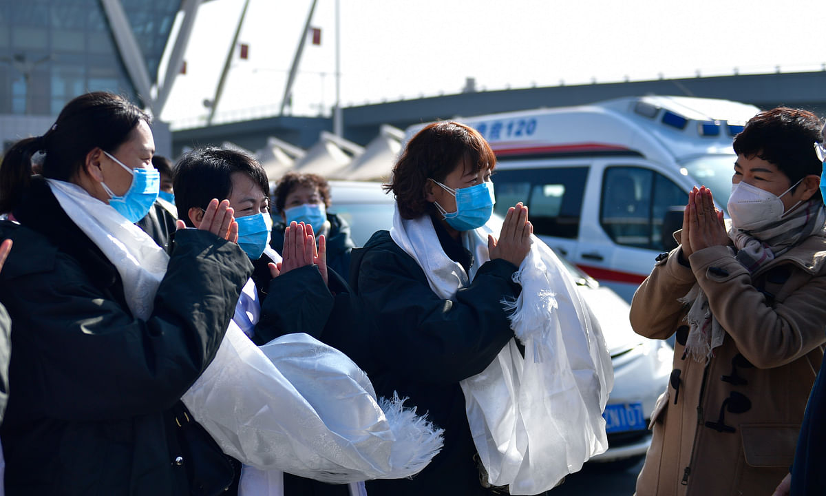Members of a medical team leaving for Wuhan of Hubei Province, where an outbreak of coronavirus has occurred, from Xining, northwest China's Qinghai Province, on January 28, 2020.
