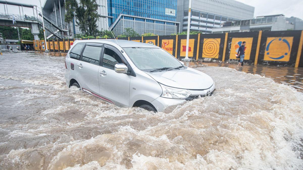 Toll in Jakarta floods, landslides reaches 43