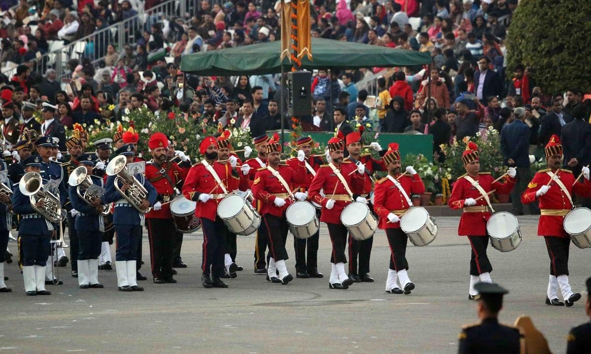 Patriotic fervour sweeps Vijay Chowk at 'Beating the Retreat'