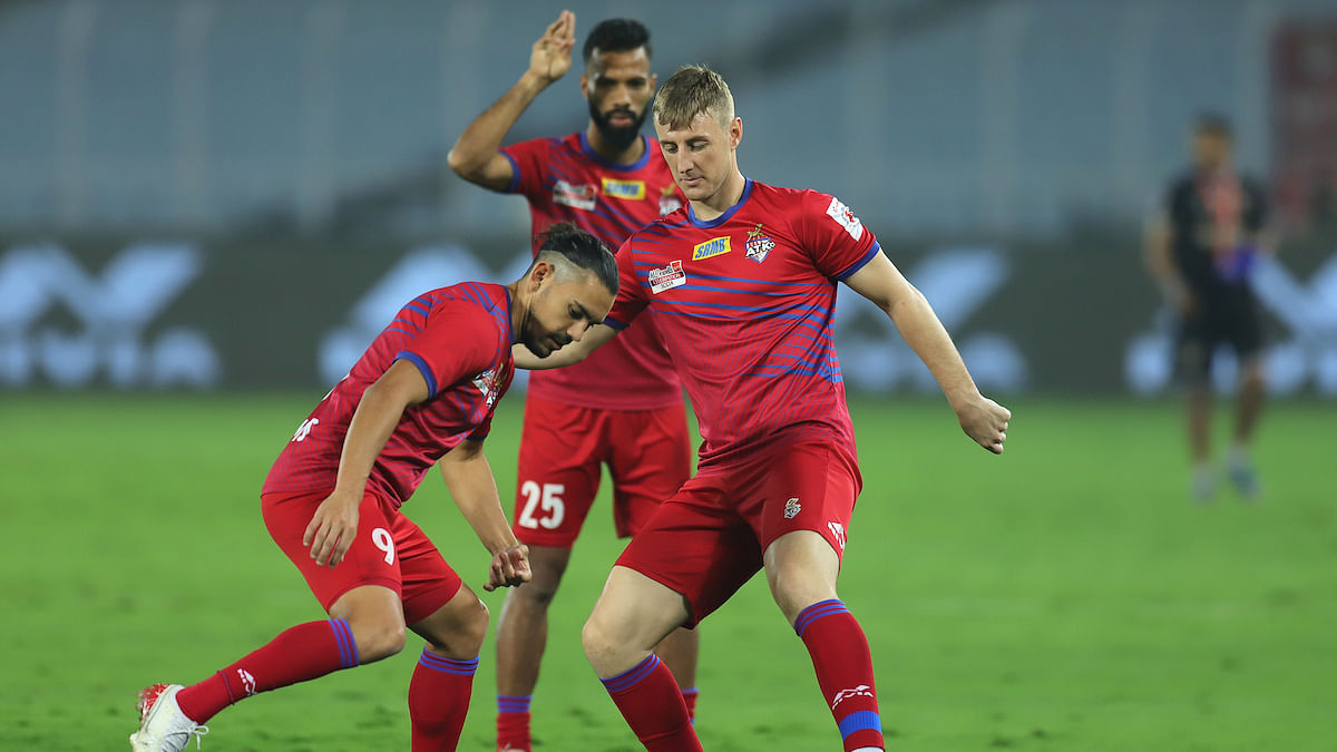 Football  ISL: Bengaluru and ATK to face-off in battle of attrition