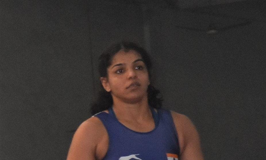 Asian Wrestling: Sakshi wins a silver, Vinesh a bronze