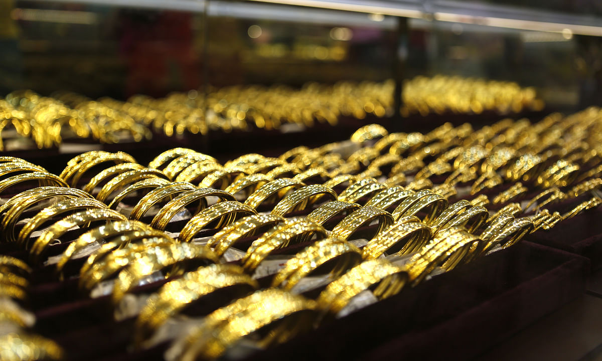 Gold prices rise amid global uncertainty, silver gains