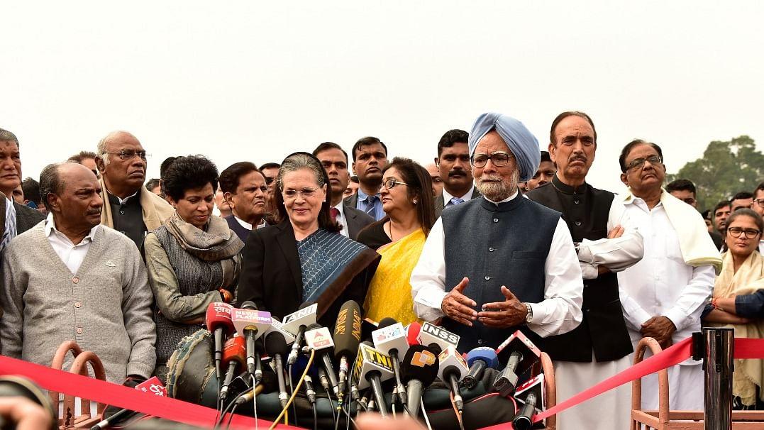 Congress President Sonia Gandhi and former Prime Minister Manmohan Singh addressing mediapersons outside Rashtrapati Bhavan after meeting President Ram Nath Kovind, in New Delhi on February 27, 2020.