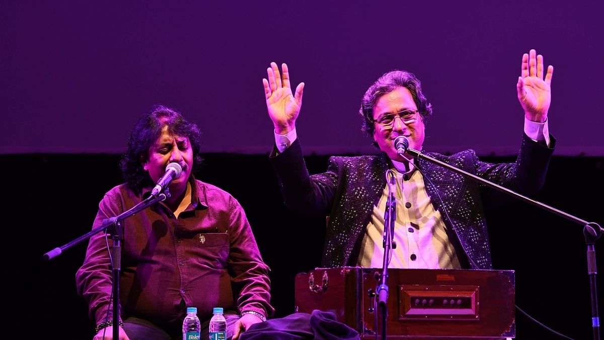 Singer Talat Aziz celebrates 40 years in the industry