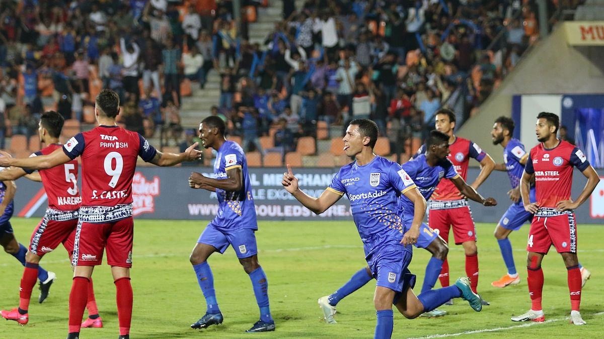 Football ISL:  Mumbai pick up vital injury-time win