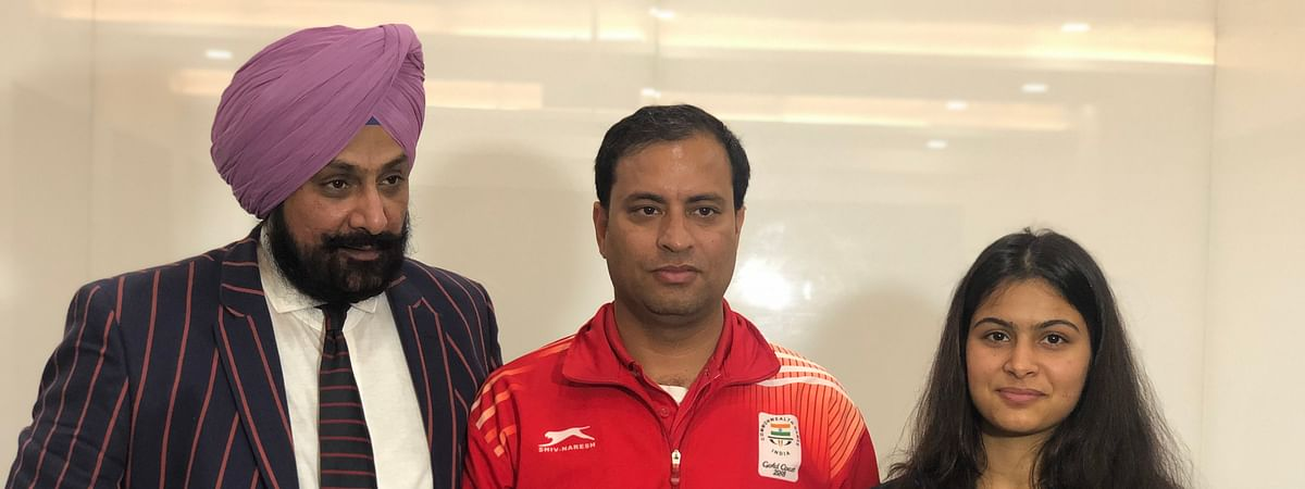 National Rifle Association of India President Raninder Singh with shooters Sanjeev Rajput and Manu  Bhaker, in New Delhi on February 26, 2020.