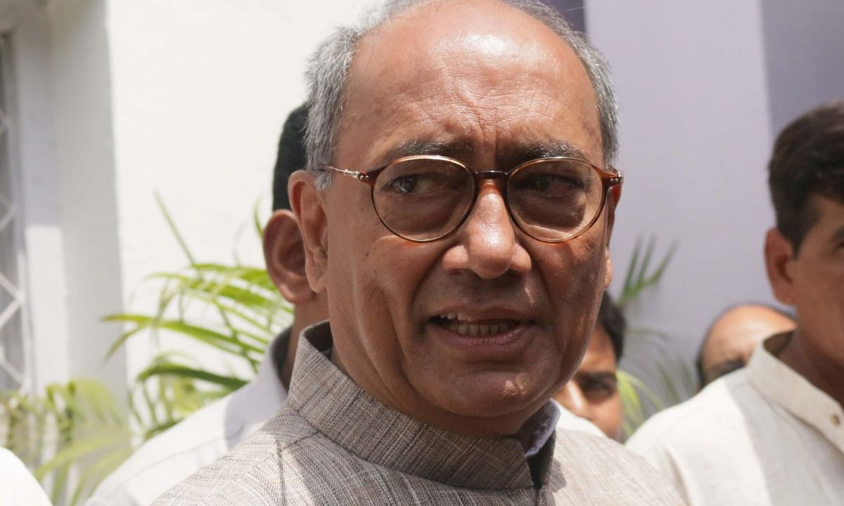 Karnataka HC rejects Digvijaya's plea on meeting Congress MLAs