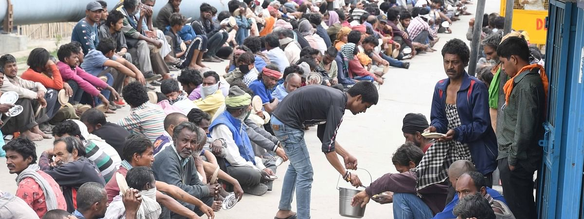Homeless people and daily wagers receiving food at a government shelter, on Day 2 of the 21-day nationwide lockdown imposed by the  government over the coronavirus pandemic; in New Delhi on March 26, 2020.