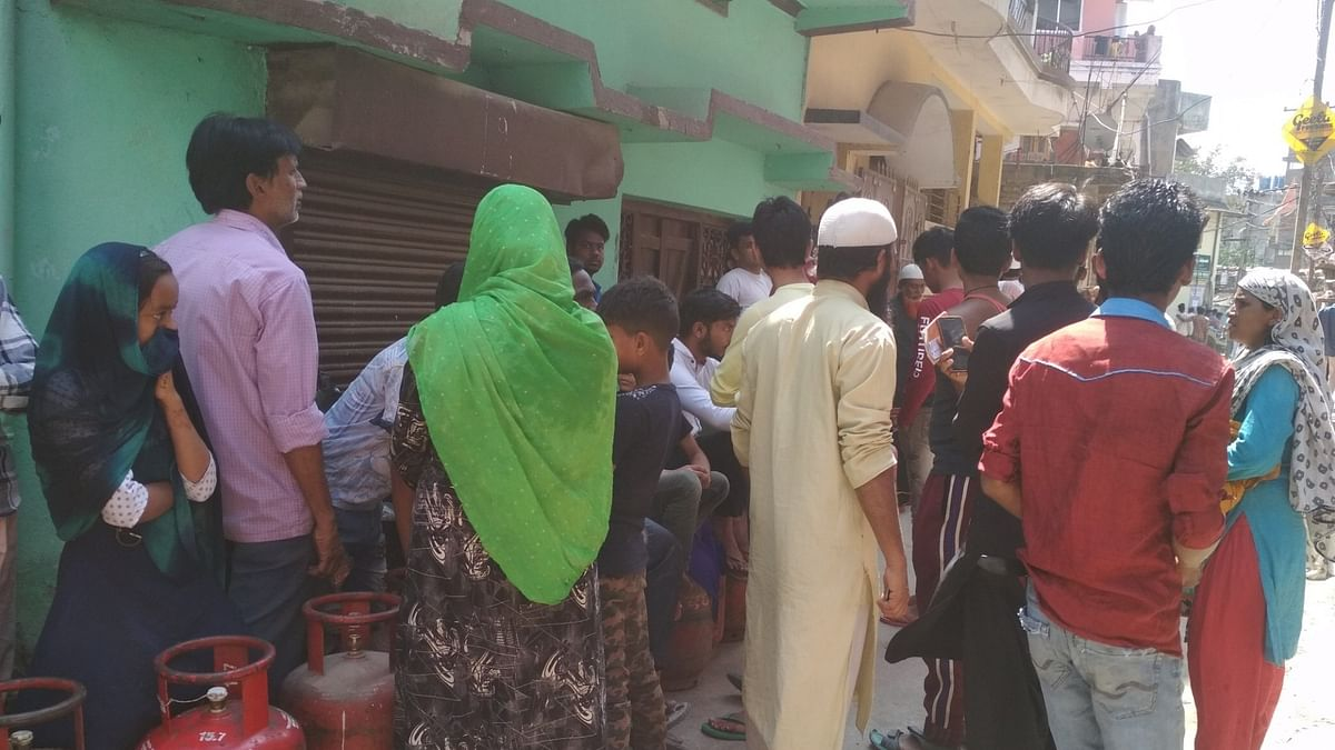People waiting to buy LPG refill cylinders in Ranchi, on  March 27, 2020