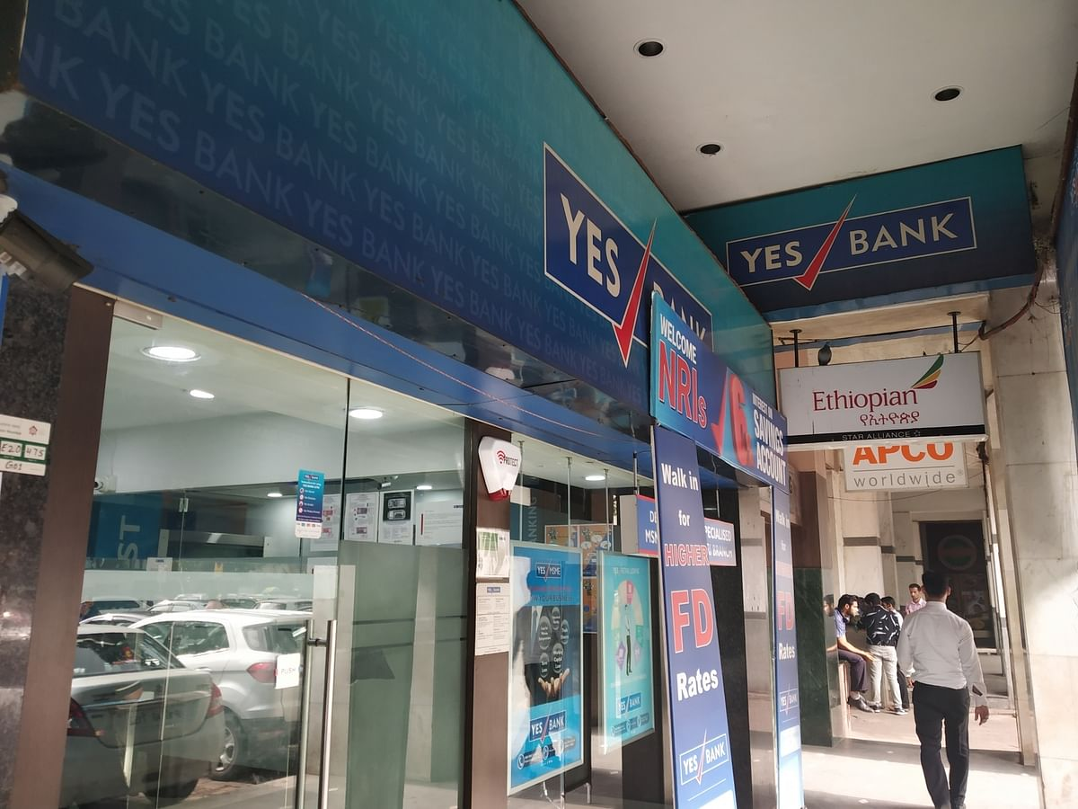 Angry Mumbai customers queue up at Yes Bank for cash