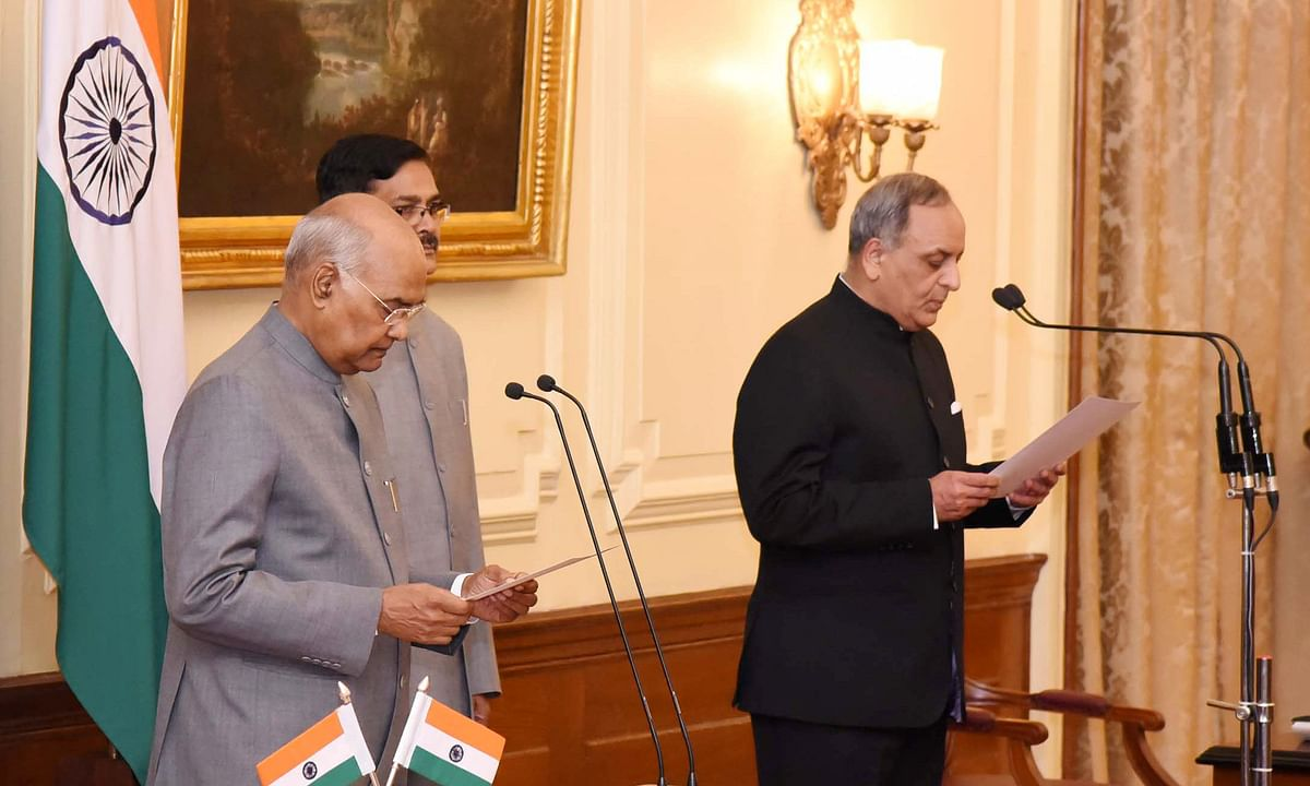 President Ram Nath Kovind administering the oath of office to Bimal Julka as Chief Information Commissioner, at Rashtrapati Bhavan in New Delhi, on March 6, 2020.