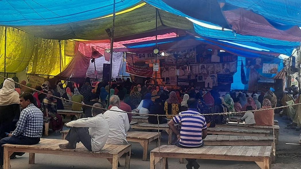 Coronavirus: At Shaheen Bagh, activists keep one-metre distance