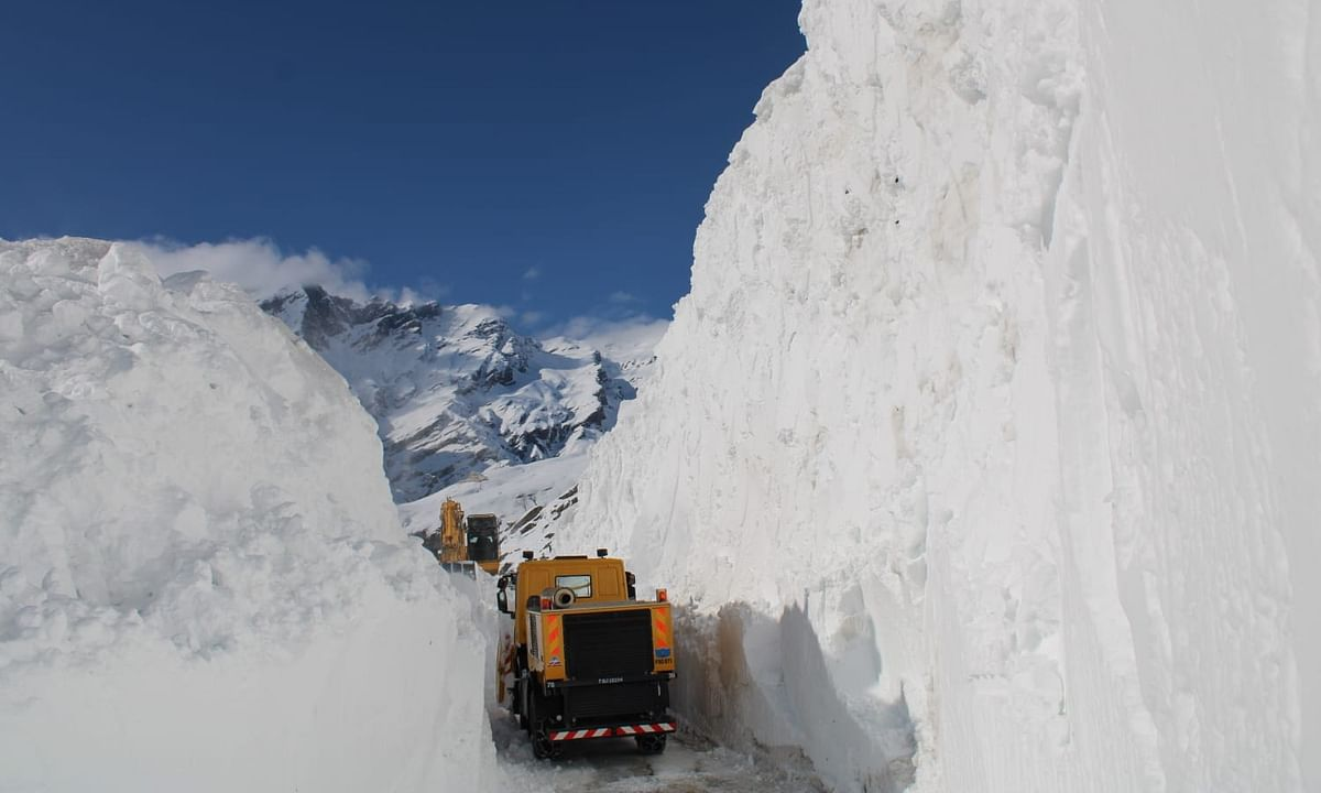 BRO clears Rohtang Pass three weeks in advance despite COVID-19 lockdown
