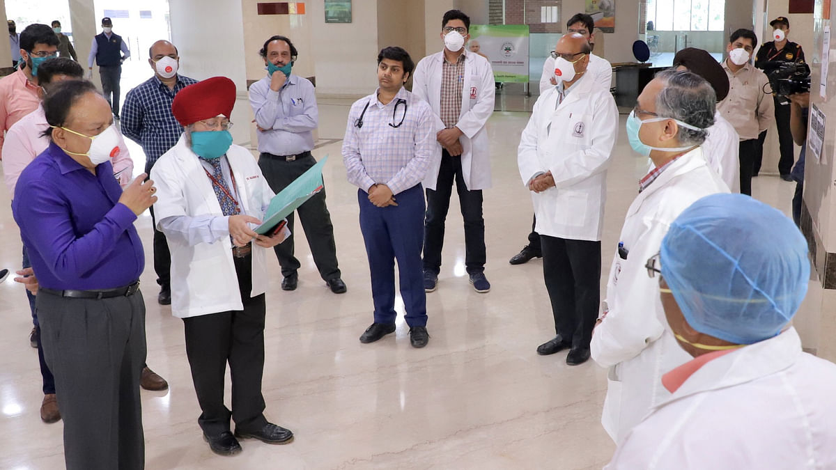 Union Minister for Health & Family Welfare Harsh Vardhan interacting with doctors at Safdarjung Hospital on the COVID-19 situation, in New Delhi on April 3, 2020.
