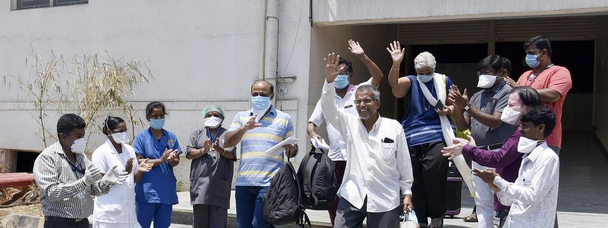 A group of suspected COVID-19 patients with international travel history who were admitted at the isolation wards of Sapthagiri Institute of Medical Sciences on March 15, 2020, leave for home after testing negative for the coronavirus and being discharged in Bengaluru on April 5, 2020.