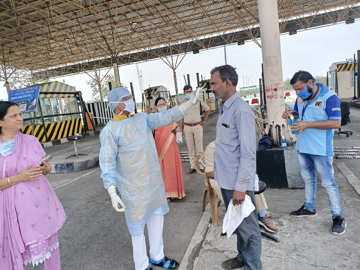 File photo of thermal scanning of people being conducted in Ratlam, Madhya Pradesh as a precautionary measure against the spread of coronavirus, on March 27, 2020