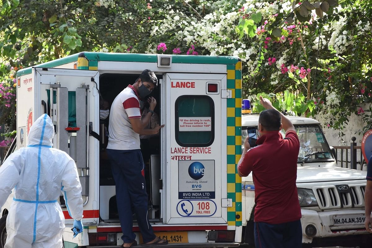 Arthur Road jail staff, who tested positive for COVID-19, being taken in an ambulance to hospital for treatment, in Mumbai on May 8, 2020.