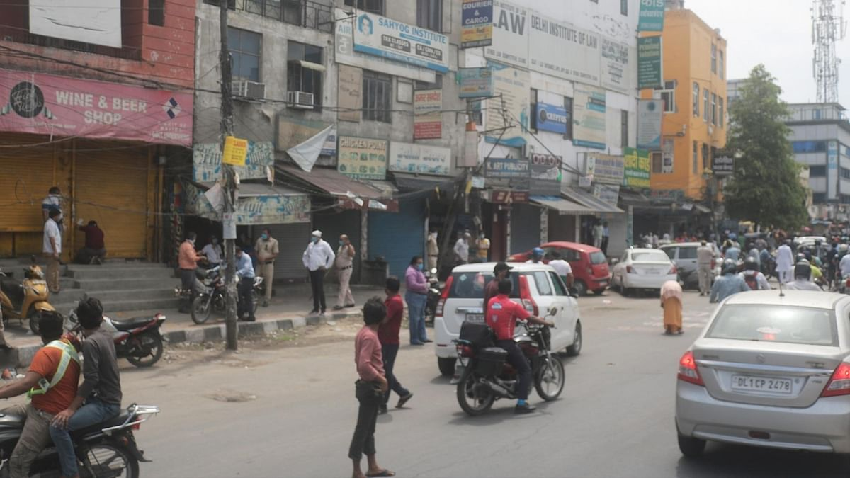 Lathi-charge outside Delhi liquor store for flouting social distancing norms