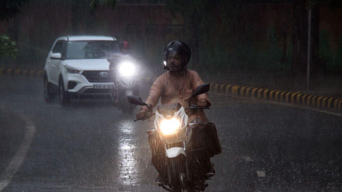 Rains lash Delhi-NCR, bring respite from intense heat
