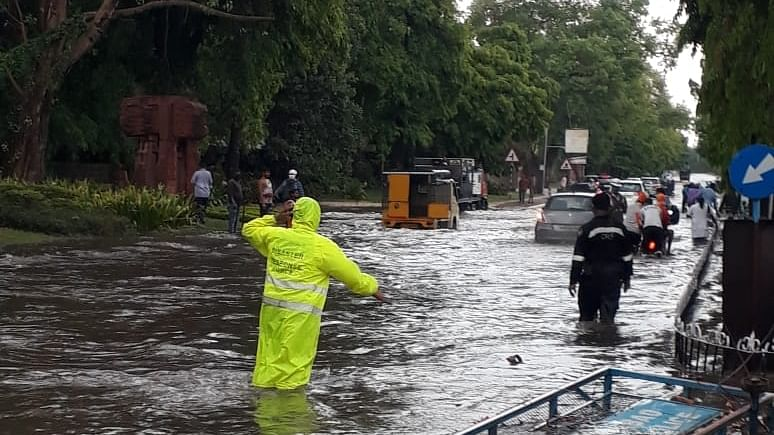 Heavy rains lash Hyderabad, other Telangana districts