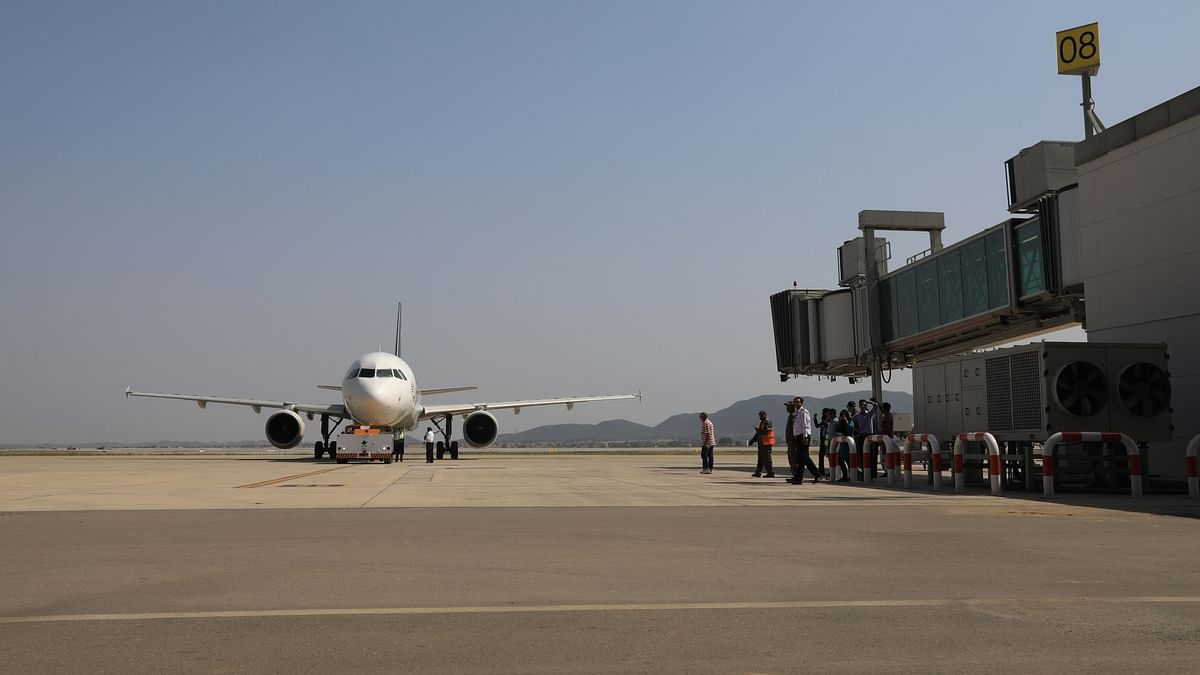 Pakistan to resume limited domestic flight operations