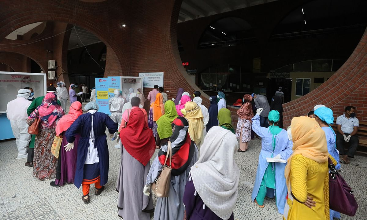 People queueing up for a test for COVID-19 at a hospital in Dhaka, Bangladesh, on May 3, 2020.