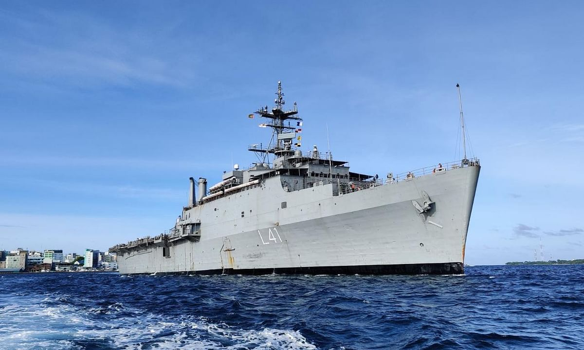 INS Jalashwa departs from Male for Tuticorinn with 700 Indians on board