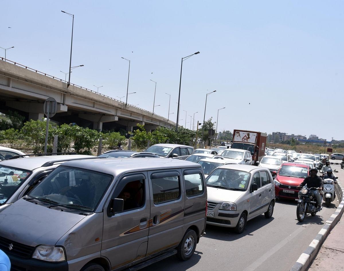 Surge in traffic on Delhi borders as curbs ease