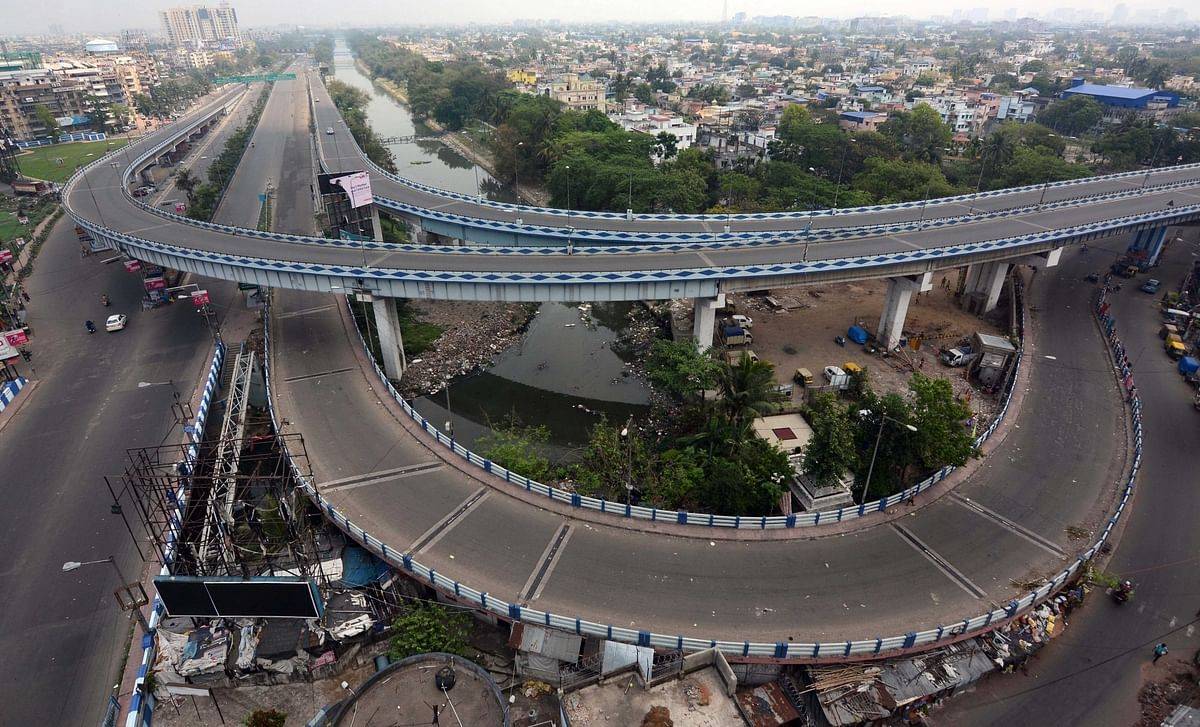 The Ultadanga Flyover wears a deserted look during the nationwide lockdown imposed to mitigate the spread of coronavirus, on May 17, 2020.