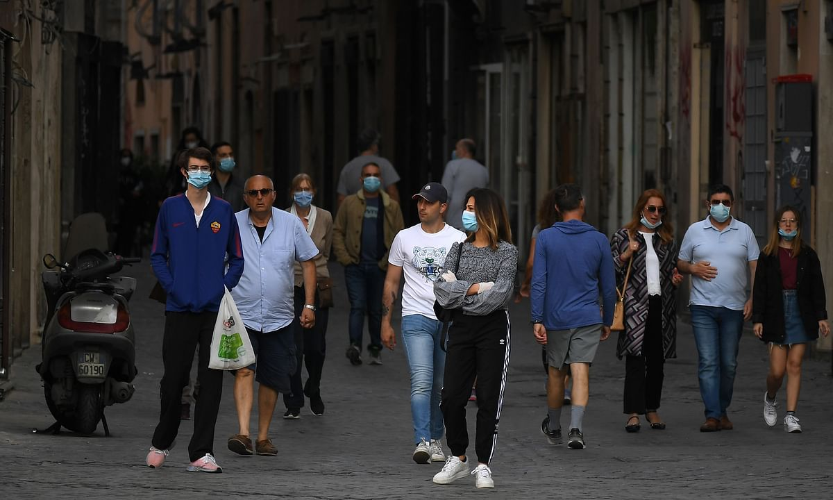 Italy COVID-19 death toll passes 30,000
