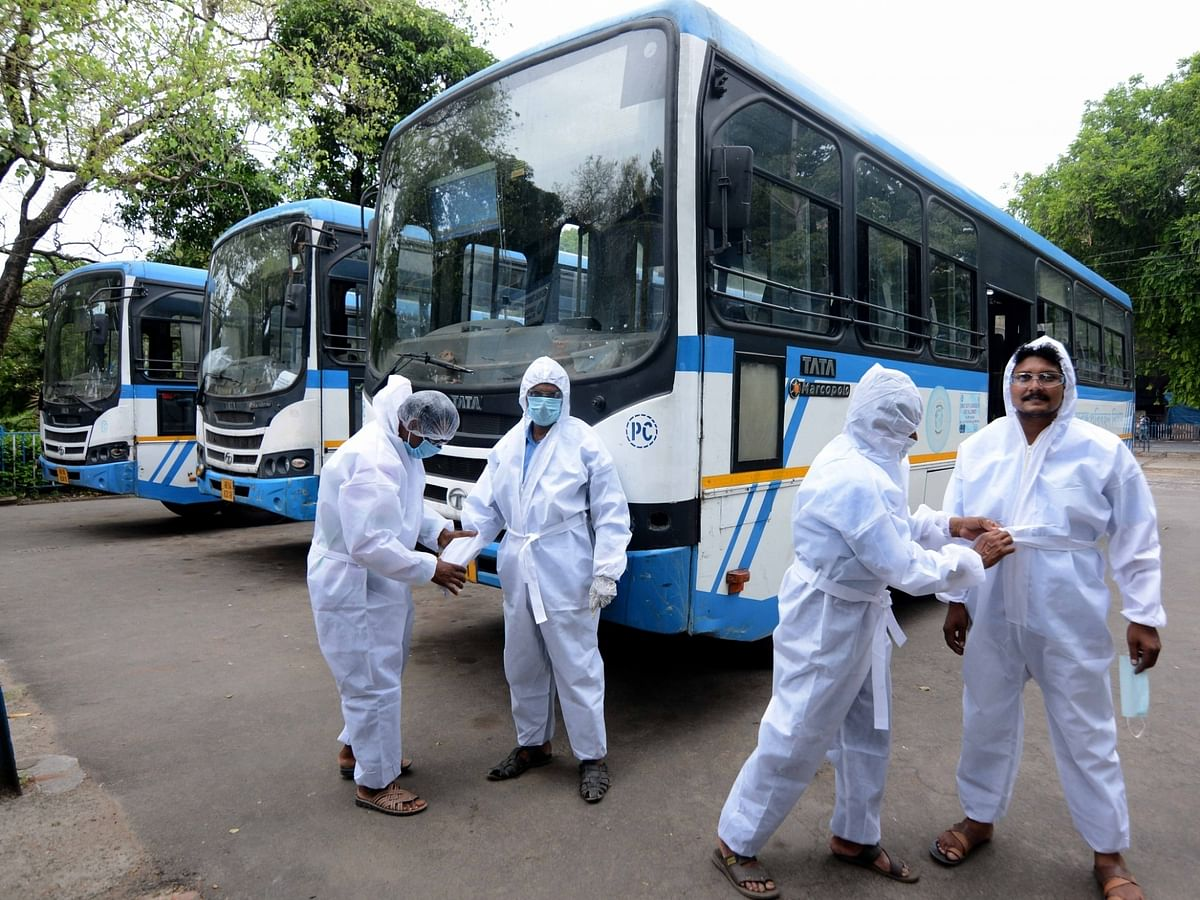 India reports 140 more COVID-19 deaths, 5,611 new cases of infection