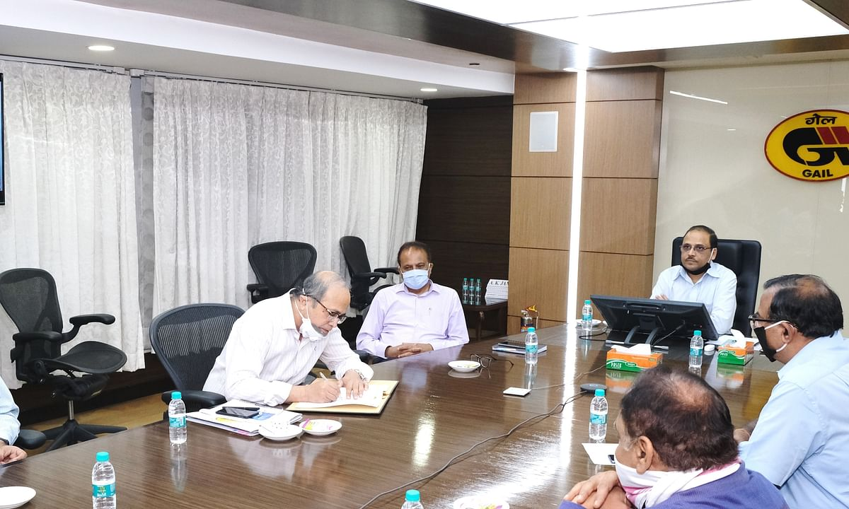 Santanu Roy, Executive Director (Business Development & Project Development), GAIL (India) Limited, and Amit Kumar Kaushik, Executive Director (Strategic Growth), EESL, signing an MoU for cooperation in trigeneration, in New Delhi on June 3, 2020.