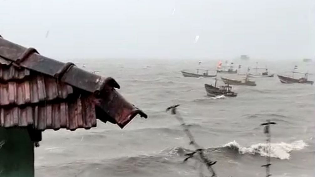 Cyclone Nisarga claims 4 lives in Maharashtra and then fizzles out