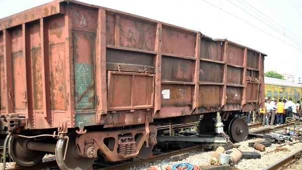 Goods train derails in Uttar Pradesh