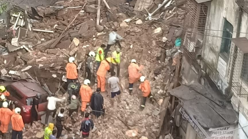 4 killed, 15 rescued as 2 buildings collapse in Mumbai