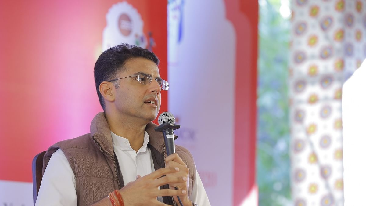 Pilot supports Rahul Gandhi's views on economy, jobs