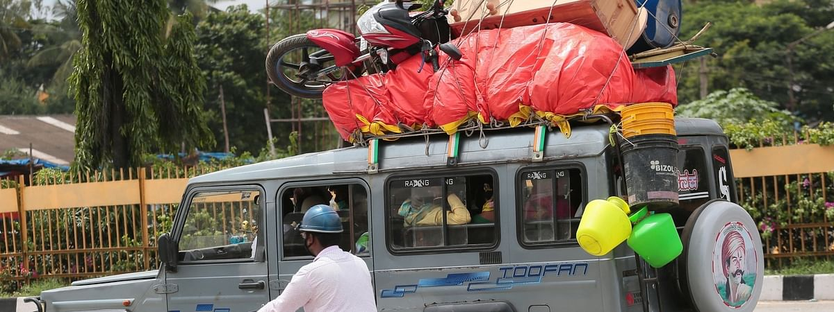 Migrants heading back to their native villages after the Bengaluru district authorities re-imposed lockdown across the city from Tuesday to July 22 for containing the corona virus spread, on July 13, 2020.