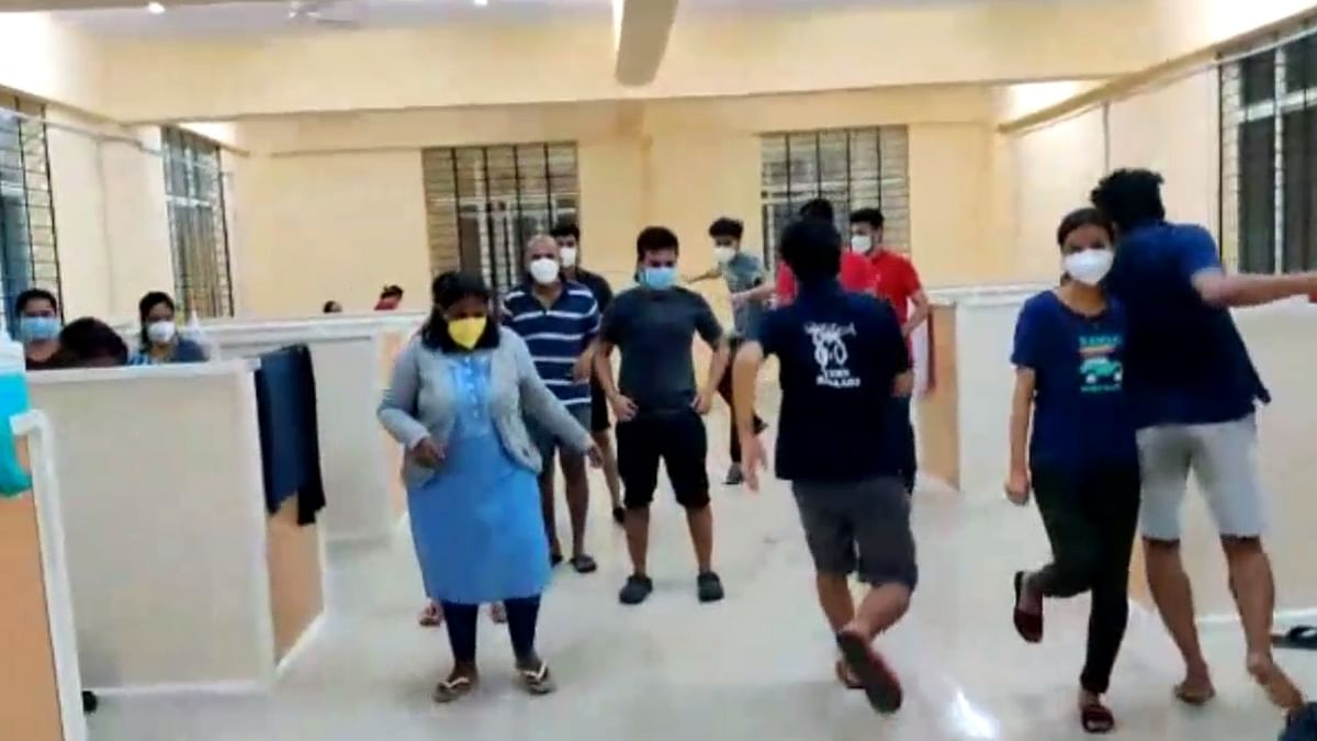 India reports 587 more COVID-19 deaths, 37,148 new cases of infection