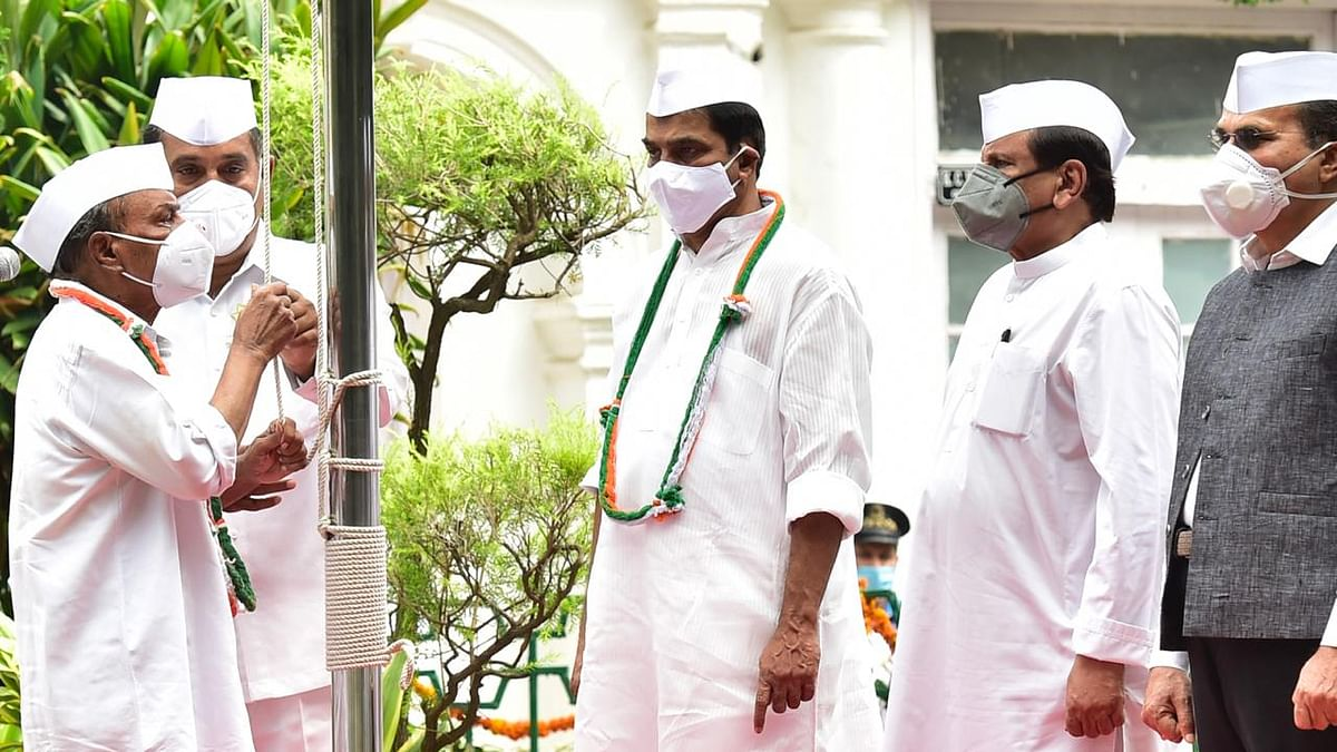 Antony hoists flag at Congress HQ in Sonia's absence