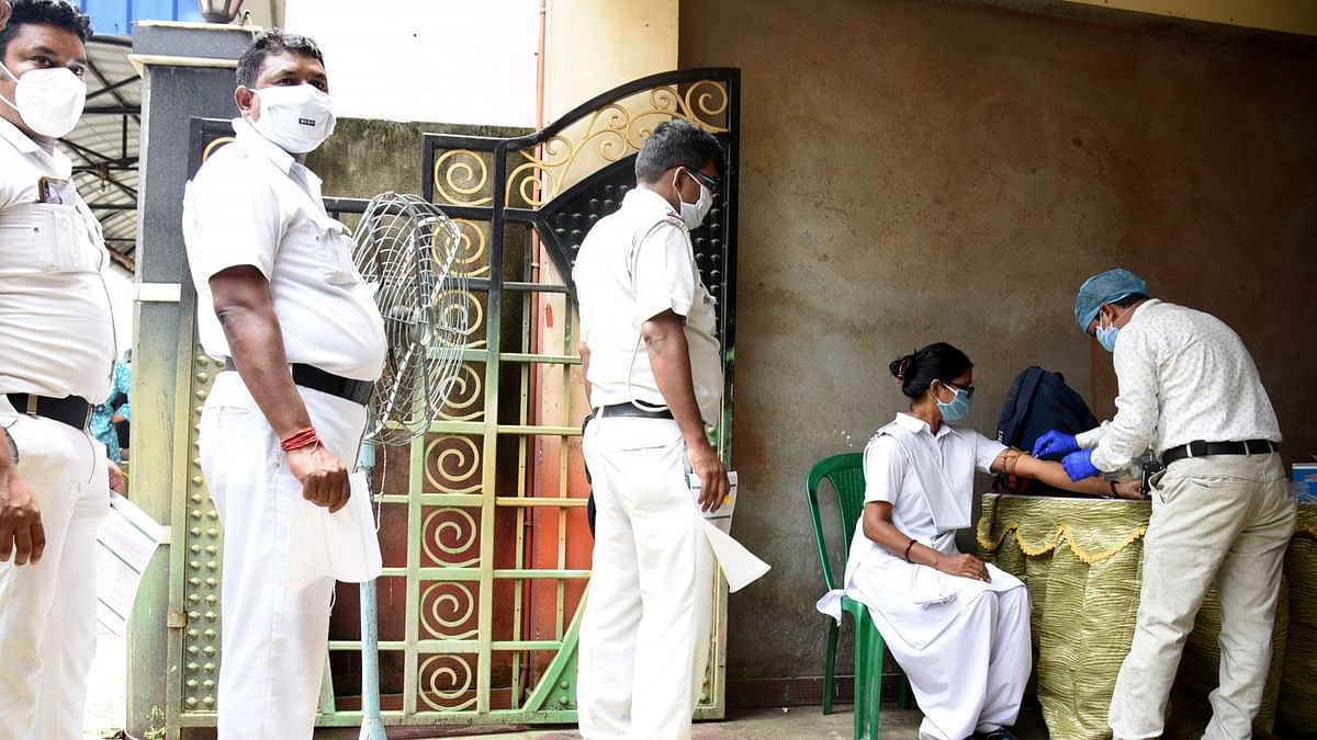 India reports 848 more COVID-19 deaths, 60,975 new cases of infection
