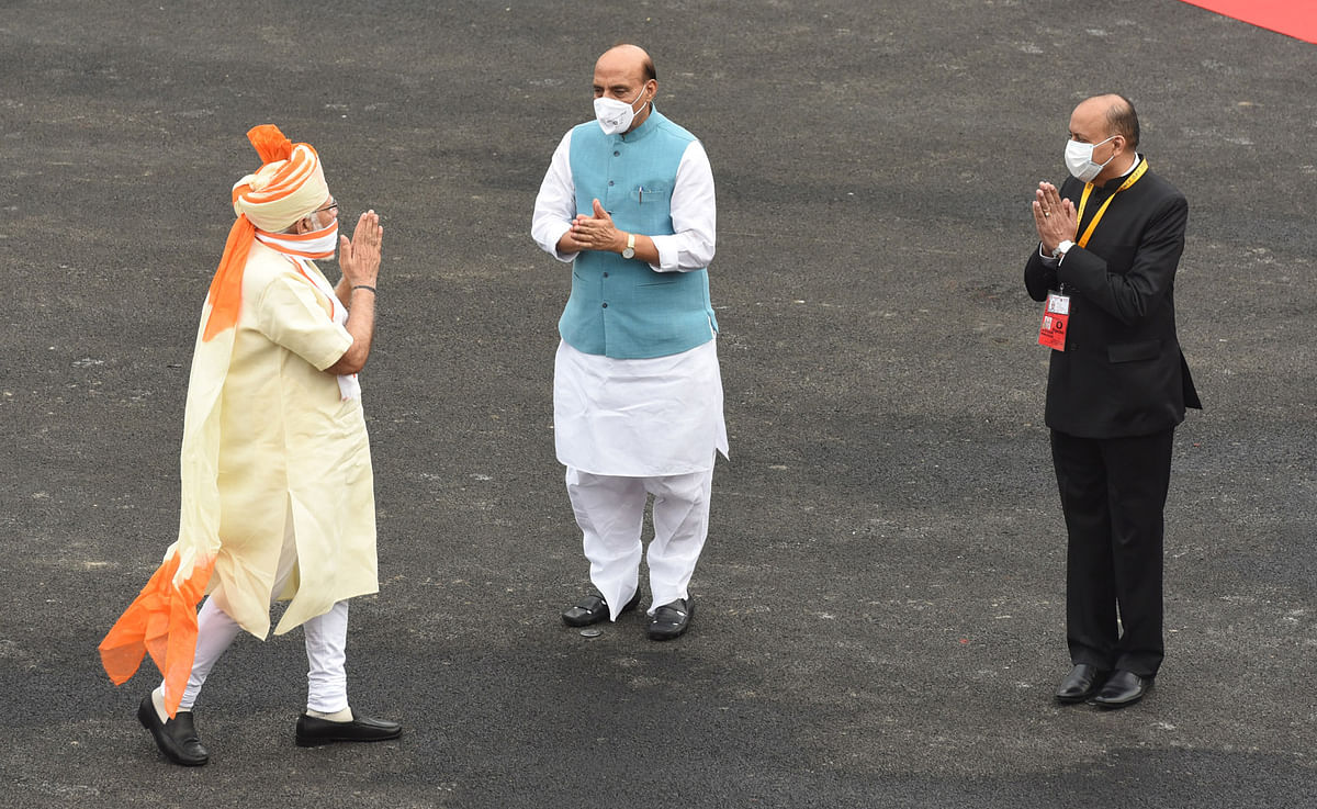 Prime Minister Narendra Modi being received at the Red Fort by Defence Minister Rajnath Singh and Defence Secretary Ajay Kumar, in Delhi on August 15, 2020.