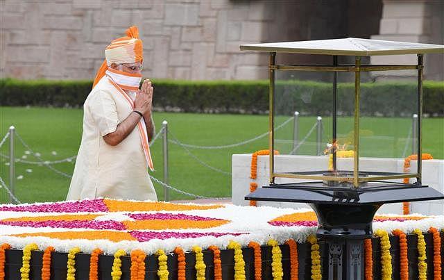 Prime Minister Narendra Modi paying homage at the samadhi of Mahatma Gandhi at Raj Ghat, in New Delhi on August 15, 2020.
