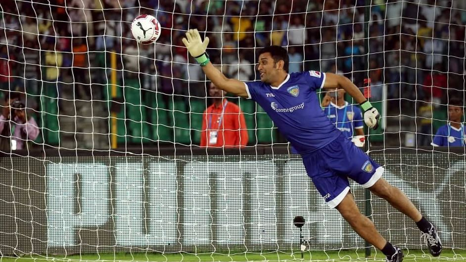 Footballers hail Dhoni, saying the wicket-keeper captain was quite good at football
