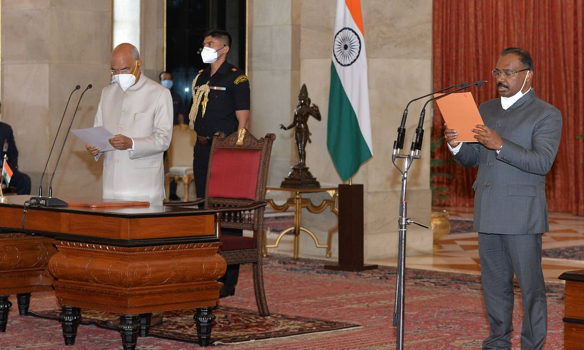 G C Murmu (R) taking oath of office as Comptroller and Auditor-General of India before President Ram Nath Kovind (L) in Rashtrapati Bhavan, in New Delhi on August 8, 2020.
