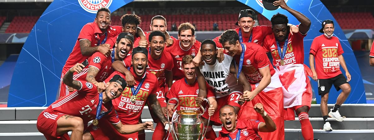 Bayern Munich players celebrate with the UEFA Champions League trophy following their team's victory in the final with Paris Saint-Germain at Estadio do Sport Lisboa e Benfica in Lisbon, Portugal on August 23, 2020.