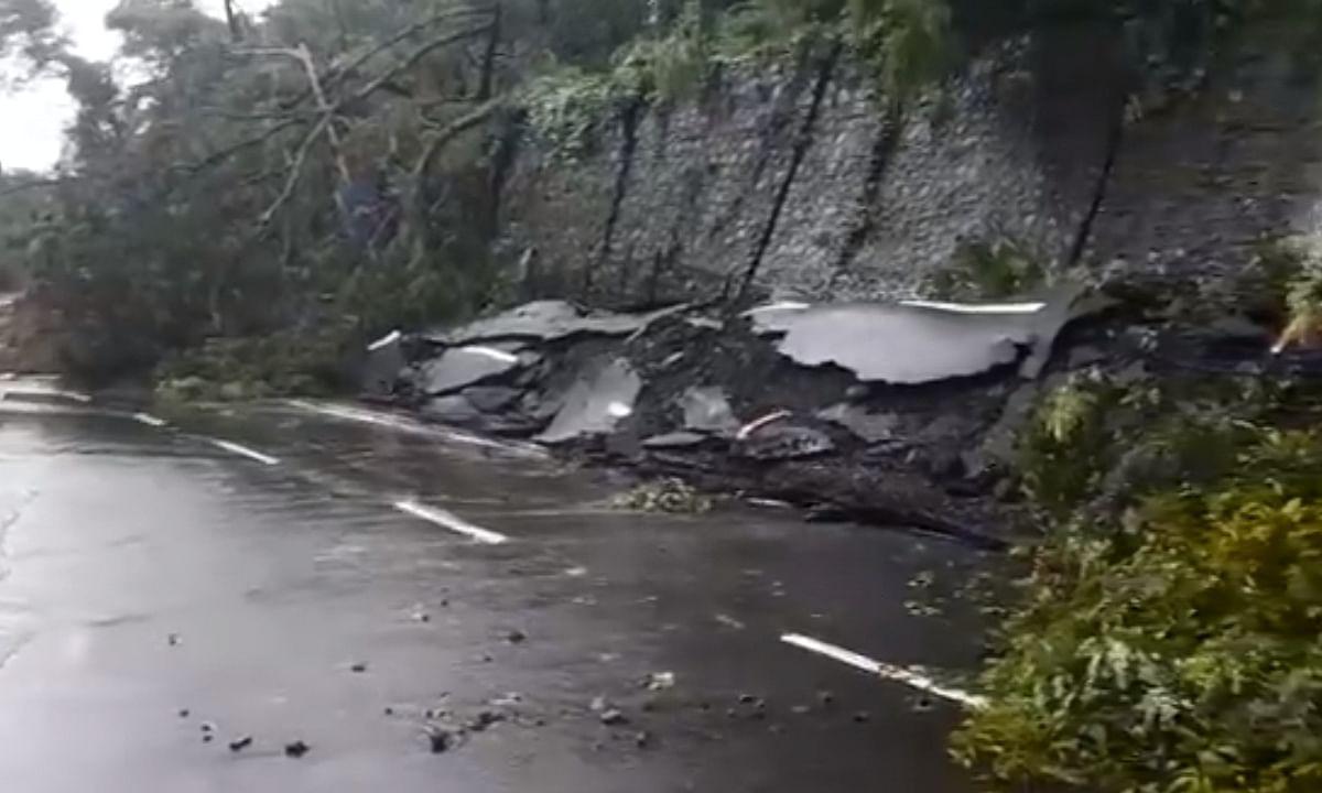 Rains lash Mumbai, landslide at Malabar Hill