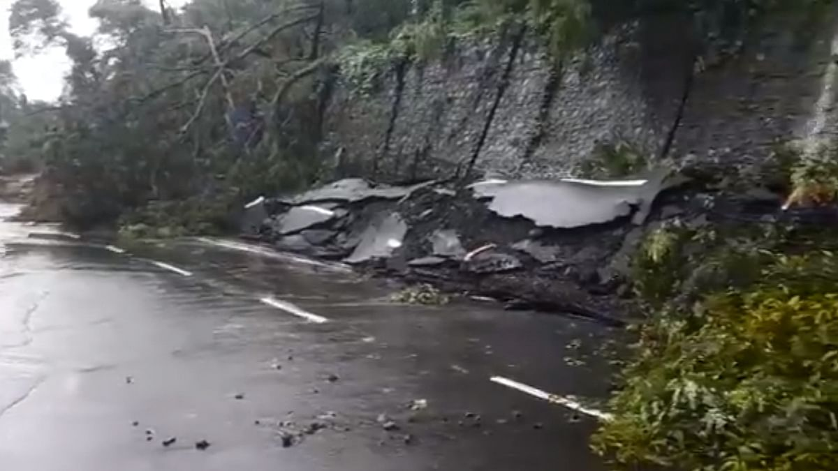 Rains lash Mumbai, landslide at Malabar Hill