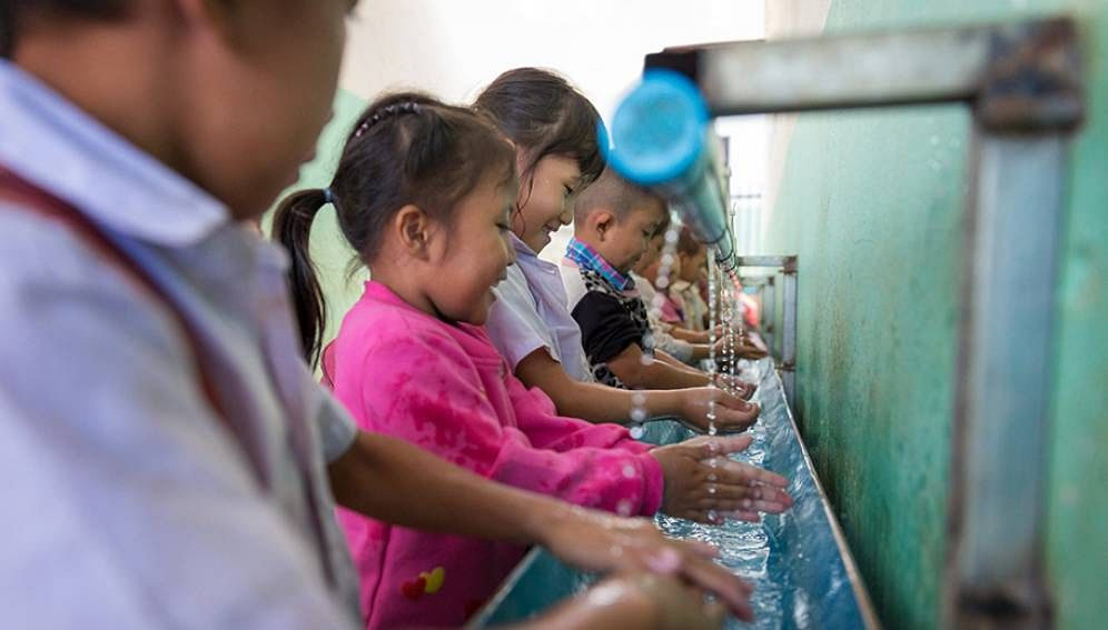 Students washing their hands at Phonsivilay Primary School, Meun District in Lao PDR. Schools worldwide have limited handwashing facilities, raising concerns about their readiness to re-open in light of the COVID-19 pandemic.