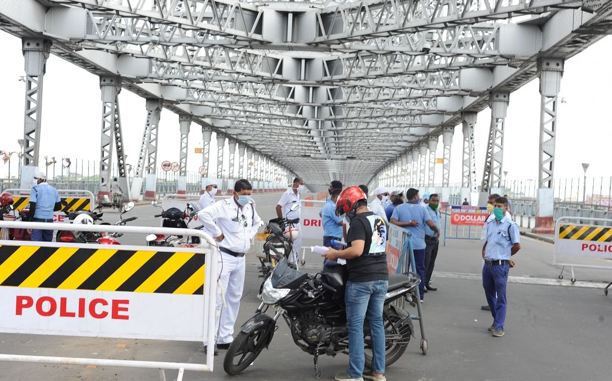 Police intercepting commuters at the Howrah Bridge during the biweekly COVID-19 lockdown in Kolkata on September 11, 2020.