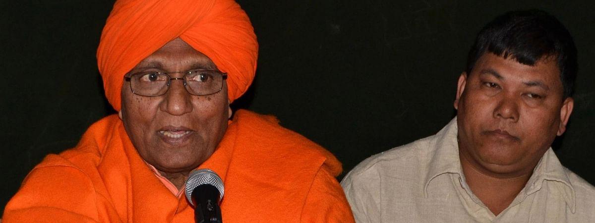Swami Agnivesh (left)